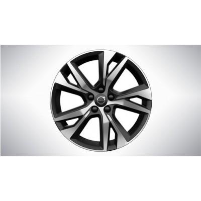 Complete wielen, winter 5-dubbelspaaks Matt Black Diamond Cut 8 x 18, Pirelli banden