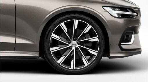 "Complete wielen, zomer ""10-Spaaks Turbine Black Diamond Cut"" 8 x 20"", Pirelli banden"