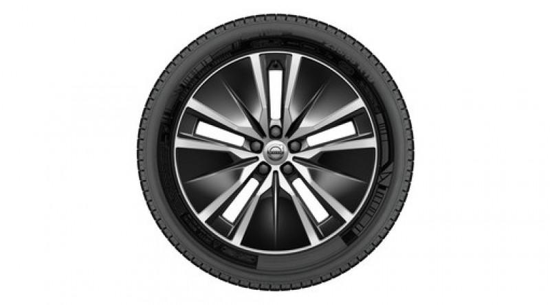 """Complete wielen, winter """"5-dubbelspaaks Black Diamond Cut"""" 8 x 19"""", incl. T8"""